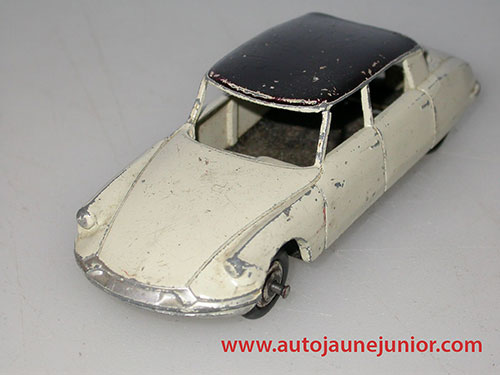 Dinky Toys France DS19 berline